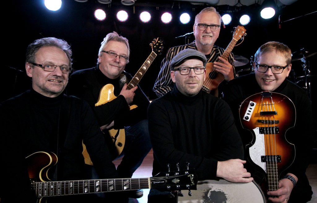The Playbacks: Ingemar Bengtsson, sologitarr, Perra Ljungberg, kompgitarr, Niklas Östberg, trummor och Anders Granström, basgitarr samt Siewert Anderson som bidrar med bilder och berättelse. Foto: Pressbild