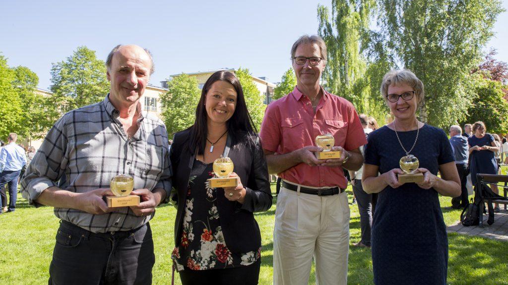 Ola Nyqvist, Cinikka Söderström, Tomas Jonsson och Ann-Britt Werner tog under fredagen emot sina Guldäpplen. Saknas på bilden gör den femte vinnaren Caroline Teh.